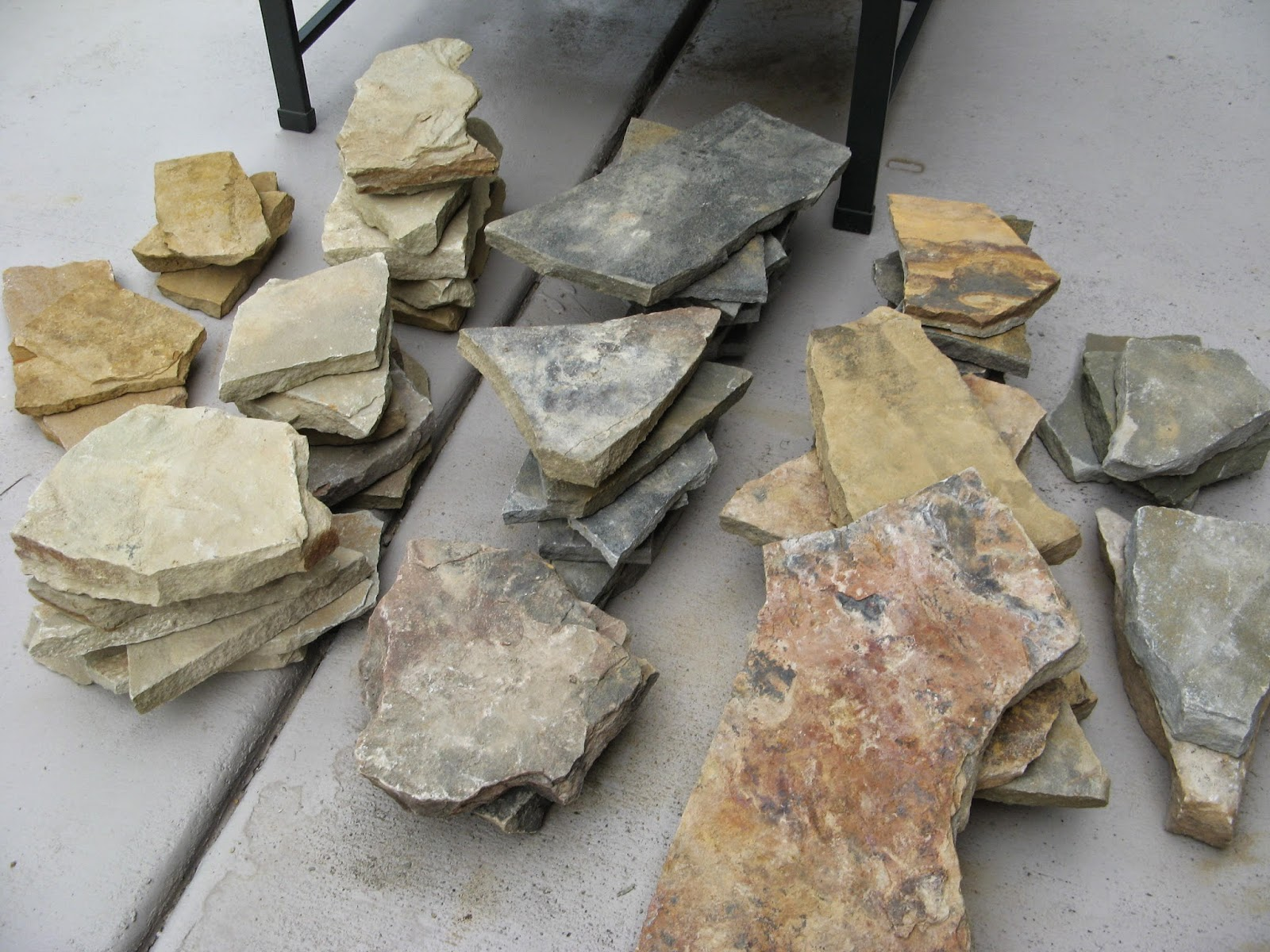 Natural stone pieces