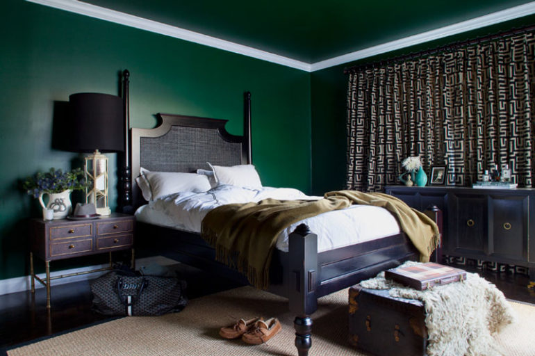 Green bedroom ideas from light green to dark green for Dark grey bedroom wallpaper